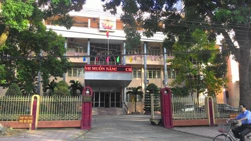 Tòa hoãn phiên xử, dân đòi đánh Lý Nguyễn Chung - 1