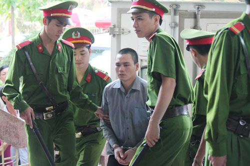 Tòa hoãn phiên xử, dân đòi đánh Lý Nguyễn Chung - 3