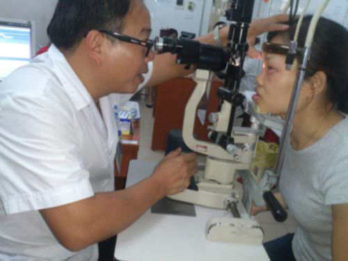 Bộ Y tế yêu cầu cách ly người bị đau mắt đỏ - 1