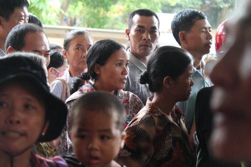 Tòa hoãn phiên xử, dân đòi đánh Lý Nguyễn Chung - 8