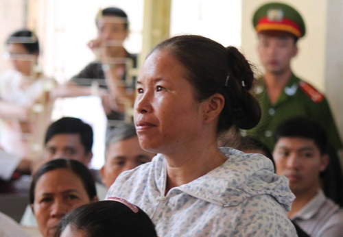 Tòa hoãn phiên xử, dân đòi đánh Lý Nguyễn Chung - 6