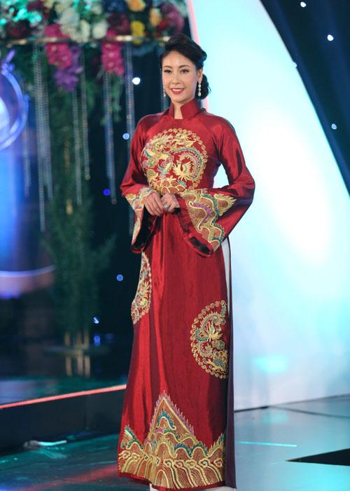 Hà Kiều Anh khoe vai trần với áo dài cách điệu - 5
