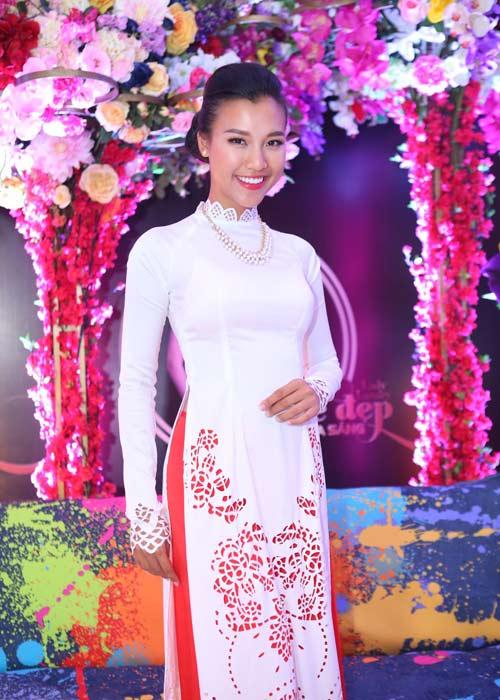 Hà Kiều Anh khoe vai trần với áo dài cách điệu - 15