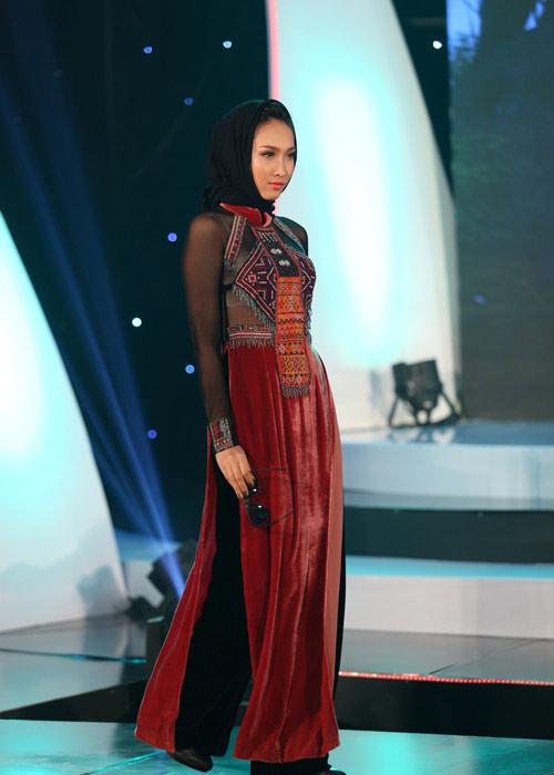 Hà Kiều Anh khoe vai trần với áo dài cách điệu - 11