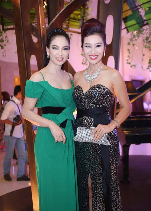 Hà Kiều Anh khoe vai trần với áo dài cách điệu - 16