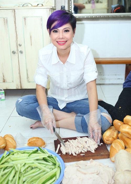 Mẹ con Thanh Thảo cùng xắn tay vào bếp - 1