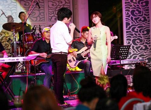 Văn Mai Hương đón sinh nhật bên 4 hot boy nhạc Việt - 15