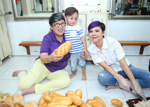 Mẹ con Thanh Thảo cùng xắn tay vào bếp - 5