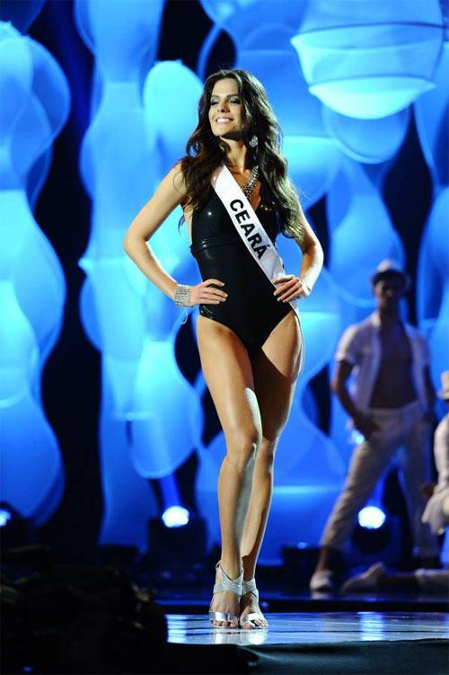 Gigi mặc quần lót dây, Coco Rocha xỉu trên sàn diễn - 8