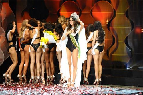 Gigi mặc quần lót dây, Coco Rocha xỉu trên sàn diễn - 10
