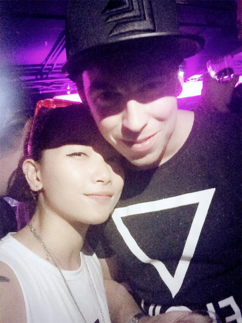 """Thiếu nữ Việt được DJ số 1 thế giới """"hôn"""" - 1"""