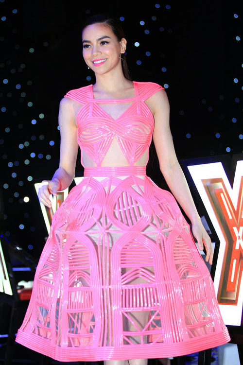 Hồ Ngọc Hà mặc váy cá tính gây tranh cãi - 4