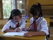 Giáo dục - du học - Hai nữ sinh khuyết tật khiến hàng ngàn bạn trẻ ngưỡng mộ