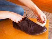 """Thời trang - 5 mẹo hay """"giải quyết"""" bụi bẩn trên giày da lộn"""