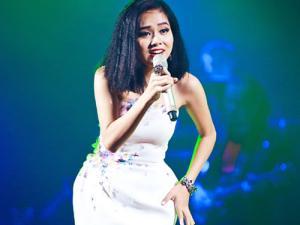 Hoàng Quyên khiến khán giả thổn thức trong đêm thu Hà Nội