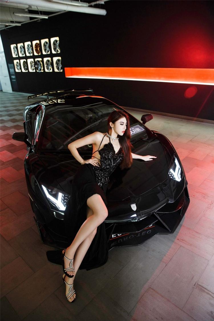 Bộ ảnh chân dài rạng rỡ bên Lamborghini - 1