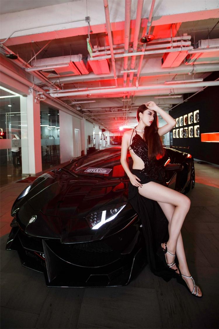 Bộ ảnh chân dài rạng rỡ bên Lamborghini - 3