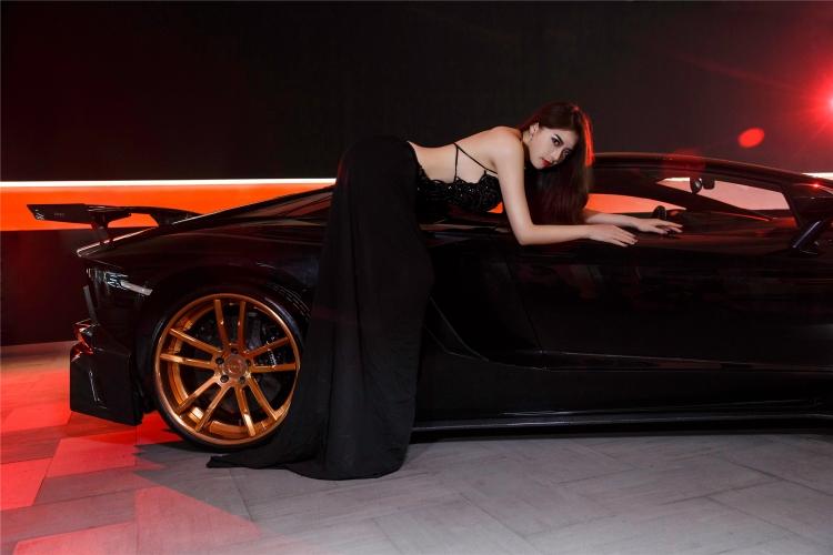Bộ ảnh chân dài rạng rỡ bên Lamborghini - 5