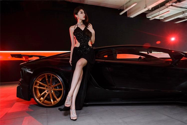 Bộ ảnh chân dài rạng rỡ bên Lamborghini - 7