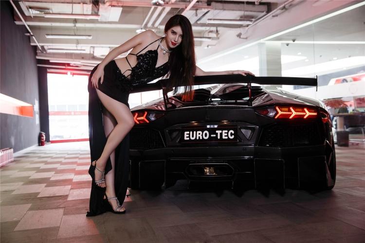 Bộ ảnh chân dài rạng rỡ bên Lamborghini - 8
