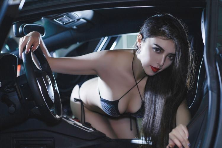Bộ ảnh chân dài rạng rỡ bên Lamborghini - 15