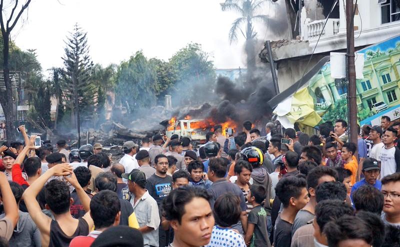 Máy bay quân sự Indonesia rơi: Ít nhất 116 người chết - 2