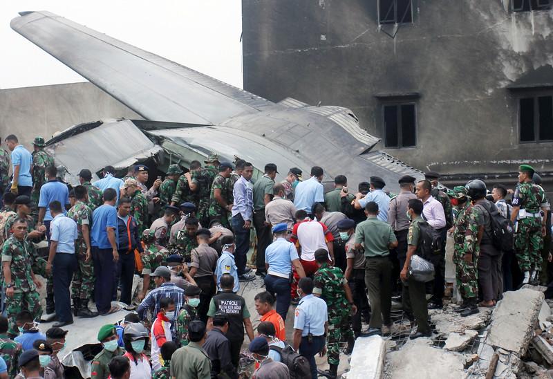 Máy bay quân sự Indonesia rơi: Ít nhất 116 người chết - 5