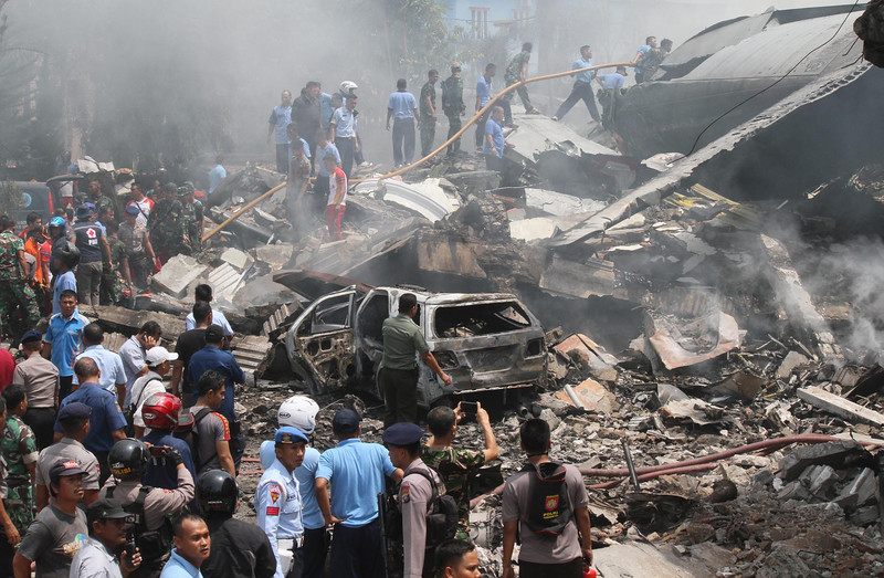 Máy bay quân sự Indonesia rơi: Ít nhất 116 người chết - 6