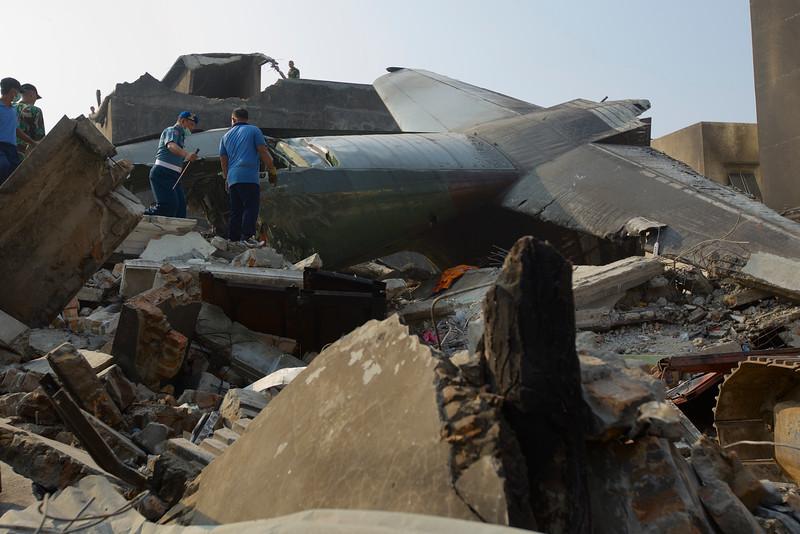 Máy bay quân sự Indonesia rơi: Ít nhất 116 người chết - 9