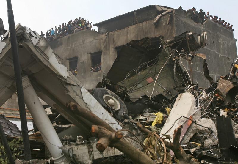 Máy bay quân sự Indonesia rơi: Ít nhất 116 người chết - 7