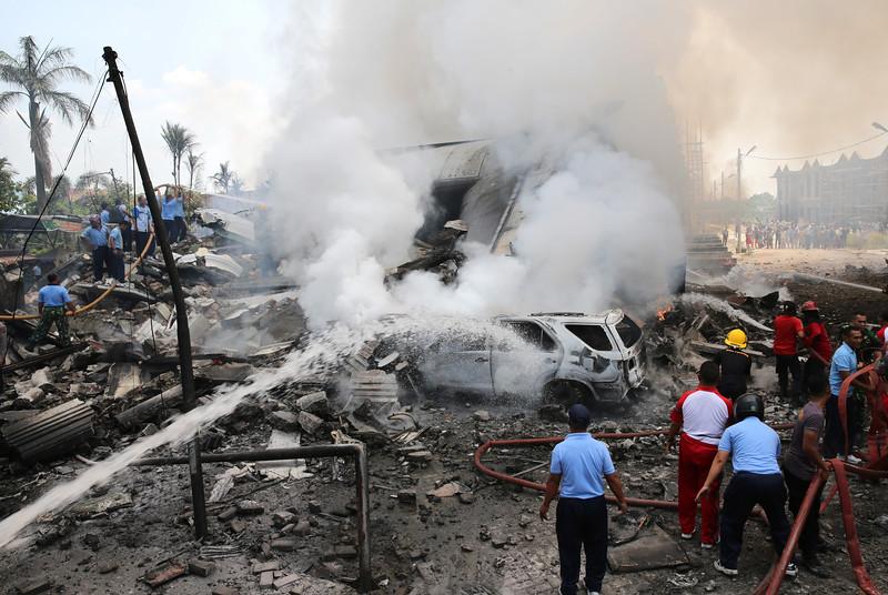 Máy bay quân sự Indonesia rơi: Ít nhất 116 người chết - 11