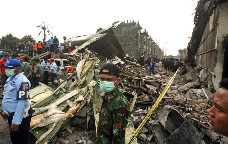 Máy bay quân sự Indonesia rơi: Ít nhất 116 người chết - 13