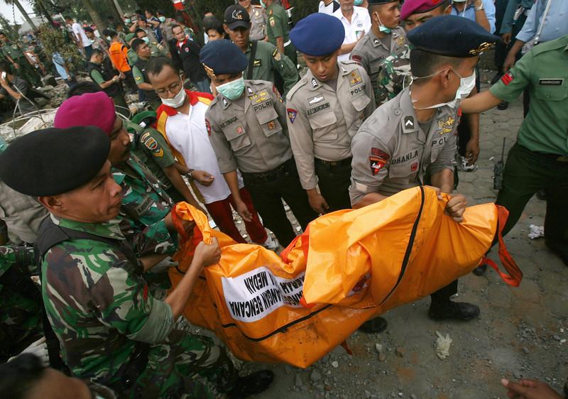 Máy bay quân sự Indonesia rơi: Ít nhất 116 người chết - 15