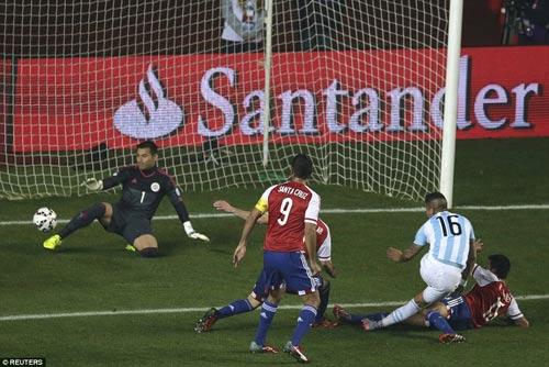 """Không ghi bàn, Messi vẫn là """"siêu nhân"""" - 1"""