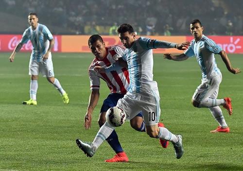 """Không ghi bàn, Messi vẫn là """"siêu nhân"""" - 2"""
