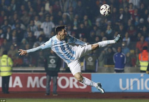 """Không ghi bàn, Messi vẫn là """"siêu nhân"""" - 4"""
