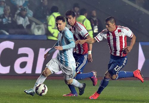 """Không ghi bàn, Messi vẫn là """"siêu nhân"""" - 5"""