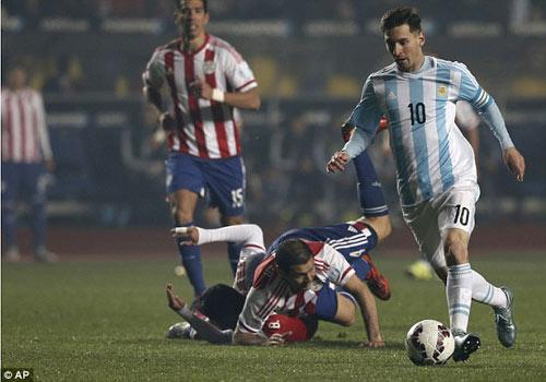 """Không ghi bàn, Messi vẫn là """"siêu nhân"""" - 6"""