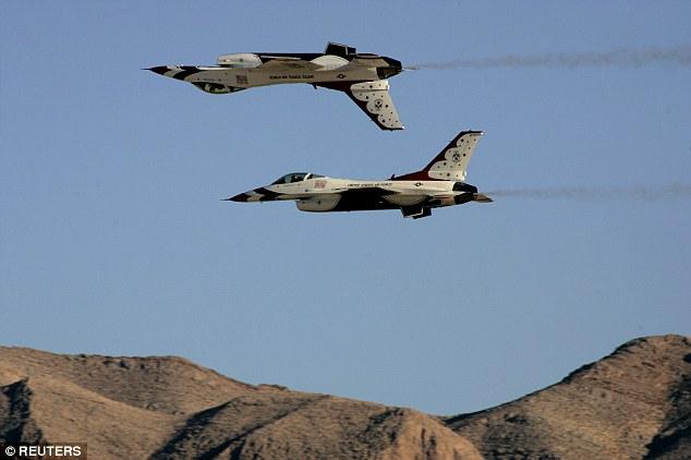 """Siêu chiến cơ F-35 bị """"bà già"""" F-16 đánh gục - 3"""