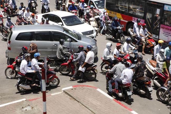 Hà Nội ùn tắc nghiêm trọng ngày đầu thi THPT Quốc gia - 4