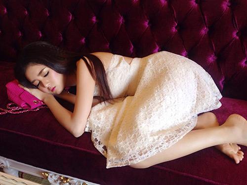 Hot girl Lilly Luta ngủ vẫn rất xinh đẹp - 2