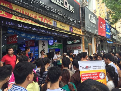 Giờ vàng TechOne tại Hàng Bài giảm giá smartphone tới 70% - 1