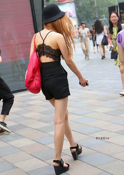 Các kiểu khoe lưng trần vì nắng nóng của chị em TQ - 2