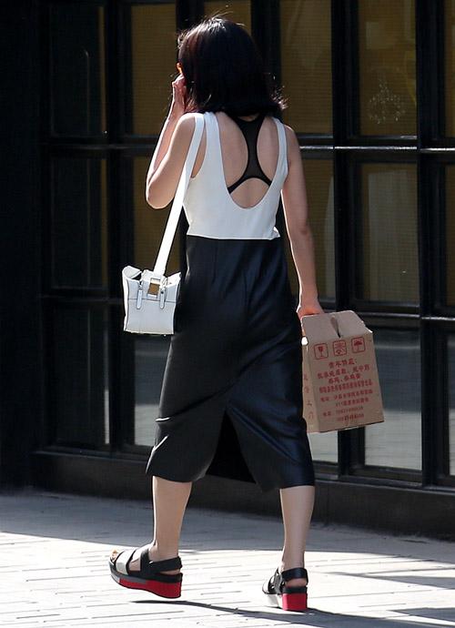 Các kiểu khoe lưng trần vì nắng nóng của chị em TQ - 8