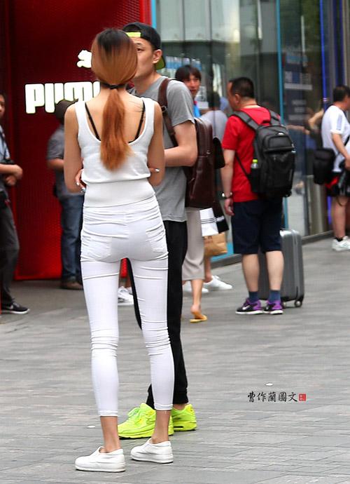 Các kiểu khoe lưng trần vì nắng nóng của chị em TQ - 7