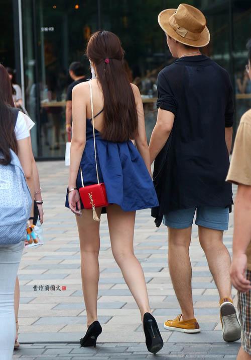 Các kiểu khoe lưng trần vì nắng nóng của chị em TQ - 13