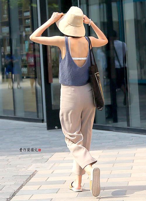 Các kiểu khoe lưng trần vì nắng nóng của chị em TQ - 14
