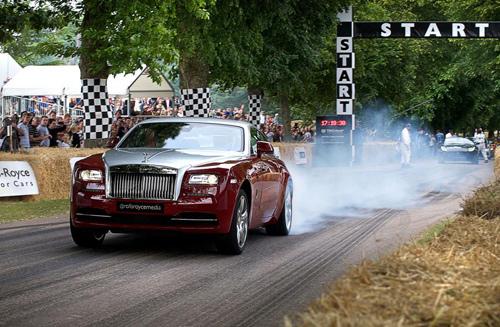 "Rolls-Royce Wraith cho Porsche 918 Spyder ""ngửi khói"" - 1"