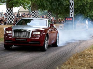 "Rolls-Royce Wraith cho Porsche 918 Spyder ""ngửi khói"""