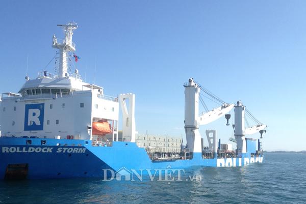 Ảnh: Lai dắt tàu Kilo 185-Khánh Hòa vào quân cảng Cam Ranh - 3